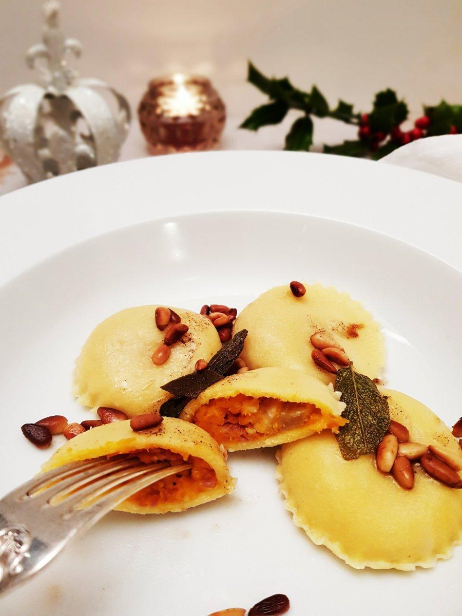 Ravioli mit Kürbis, Prosciutto und Maronen