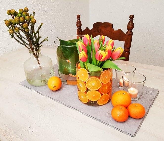 Frühlingsdeko-mit-Tulpen-und-Citrusfrüchten-Mandarinen.jpg