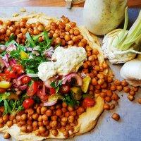 Orientalischer Salat mit knusprig-würzigen Kichererbsen
