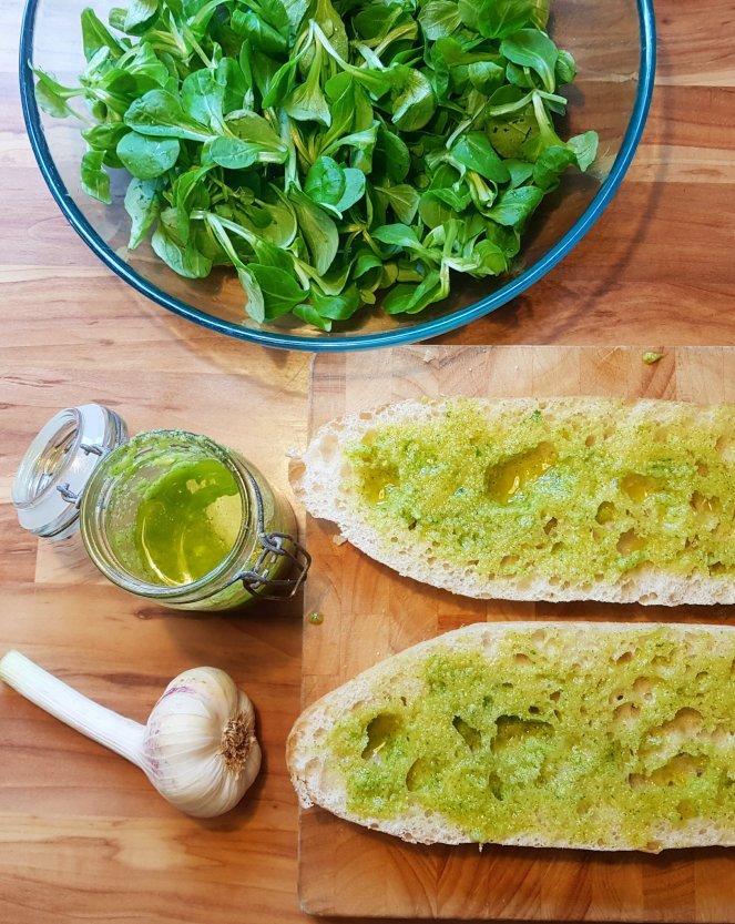 Baguette mit Knoblauchöl.jpg