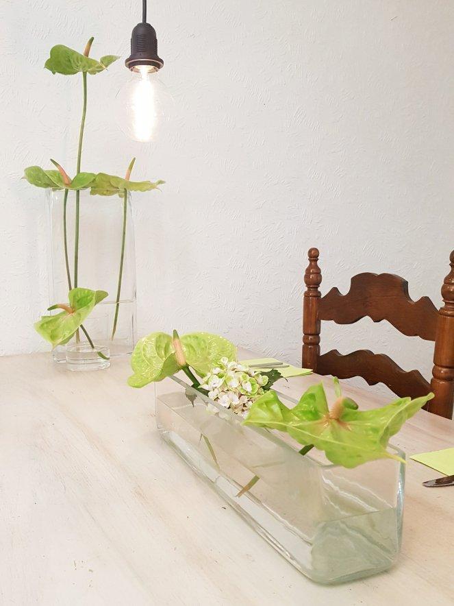 grüne Anthurien Tischdeko Blumendeko .jpg