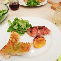 Hühnchen mit Würzbutter im Speckmantel & Knuspriges Knoblauch-Baguette