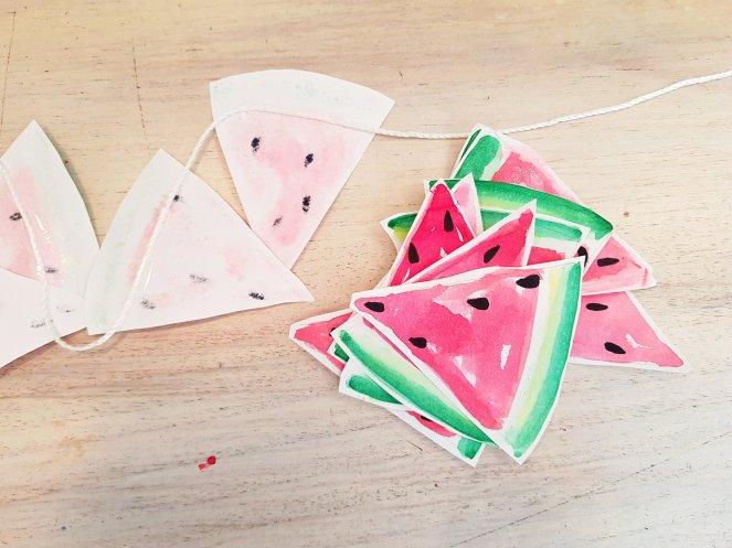 Girlande aus Wassermelonen-Wimpeln.jpg