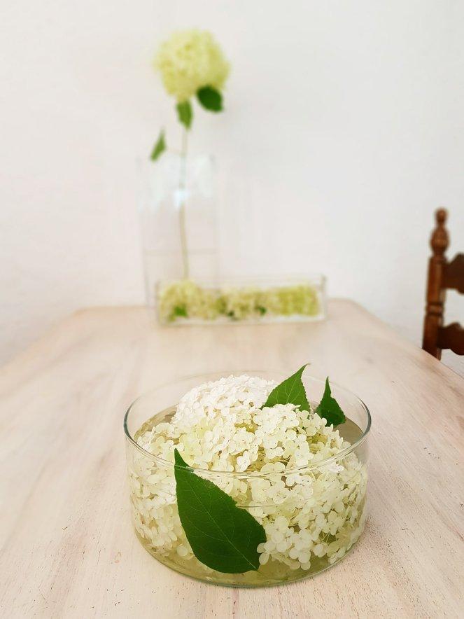 Tischdekoration mit Hortensien.jpg