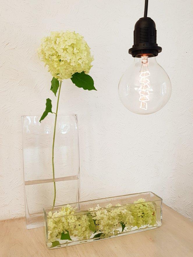 Hortensien in Glasvasen - einfache und edle Tischdeko.jpg