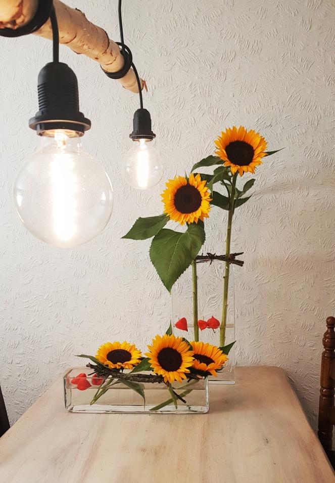 TischDeko aus Sonnenblumen .jpg