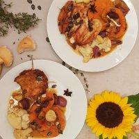 Herrlich knuspriges Hühnchen mit Wintergemüse aus dem Ofen & Thymian-Orangenreduktion