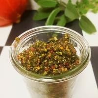 Herzhaftes Salbei-Pesto mit Pistazien und Speck {Herbstpesto Teil II}
