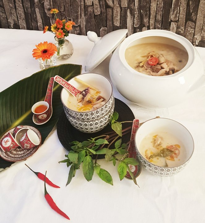 Hühnersuppe mit Kokosmilch, Galgant und Zironengras // Tom Kha Gai nach Frau KatE.