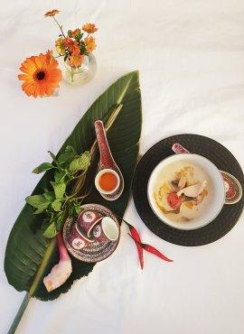 Tom Kha Gai - die Königin aller Suppen mit Kokosmilch, Hühnchen, Galgant und Zitronengras - so geil!.jpg