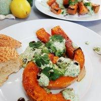Karamellsüß gerösteter Butternuss-Kürbis & orientalisch-frischer Sumach-KräuterJoghurt {mit einem Appell für intuitives Essen}