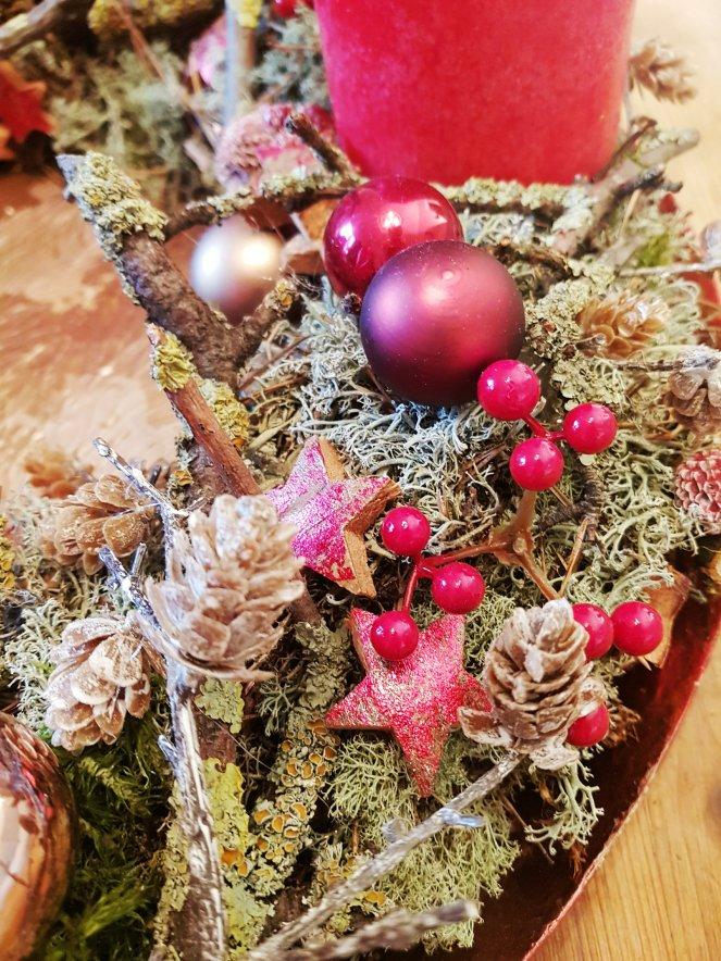 Adventkranz mit Flechten und Beeren, Zapfen und Sternen und ganz viel Islandmoos - klassich. natürlich. festlich. rustikal. elegant