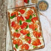 Rhabarber-Tiramisu mit Erdbeeren und Aperol-Schwipzz