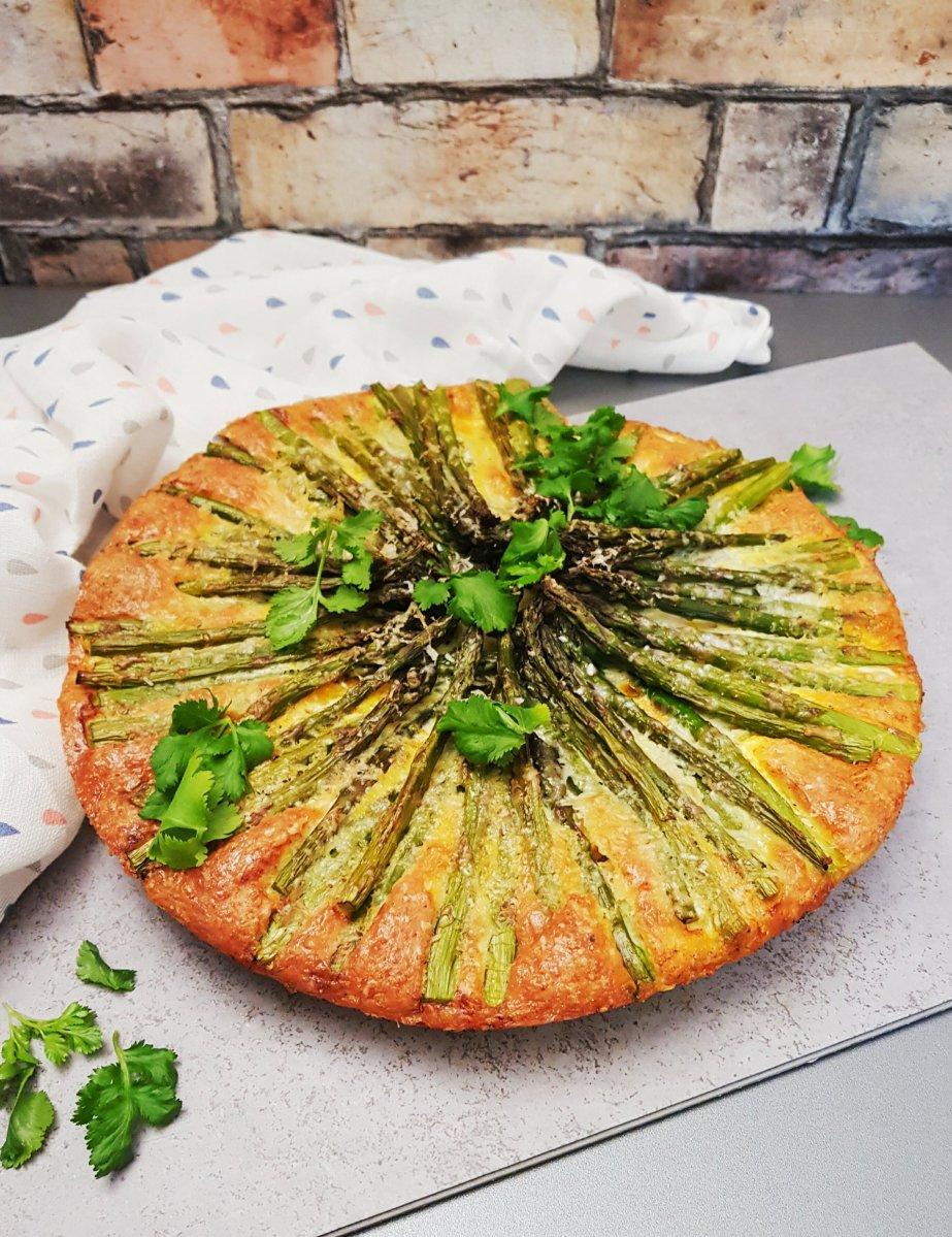 Tortilla mit zartem grünen Spargel