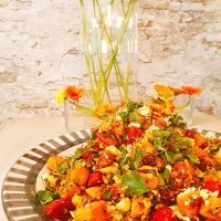 Süßkartoffel-Salat mit Feta, Macadamias, Minze und Dukkah