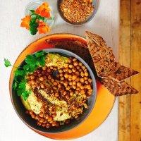 Mango-Hummus mit knusprig gebackenen Tonka-Kichererbsen